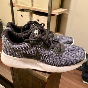 Nike - Tanjun Sneakers (Grey/Black)